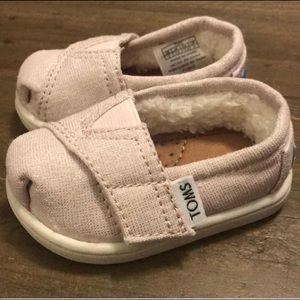 New never worn Baby girl TOMS sz 2